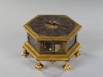 Frauenpreis Table Clock
